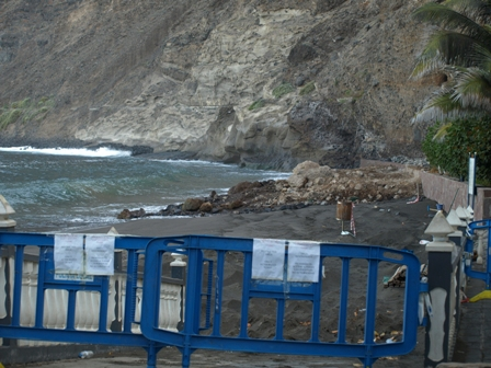 closed-beach-los-gigantes