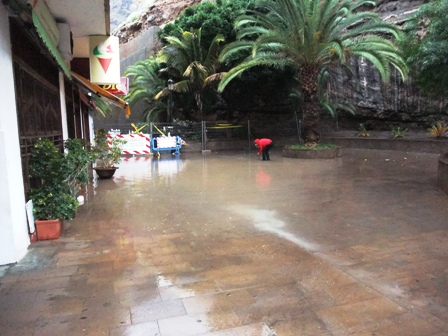 flooded-beach-road-los-gigantes